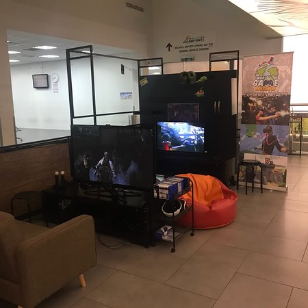 World Game Museum: Travel back in time to play with historical consoles. No worries , newest VR games and Board Gam