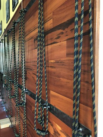Sebastopol, CA: Rope wall. How many studios do you know that have a rope wall?