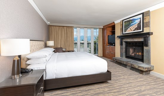 Mountain Suite Master Bedroom - Picture of Hilton Whistler ...