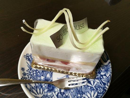 ラウンジソマーハウス 見た目も美しいケーキたち