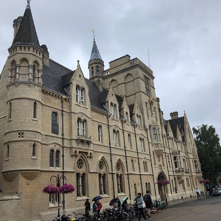 Oxford: University and City Tour