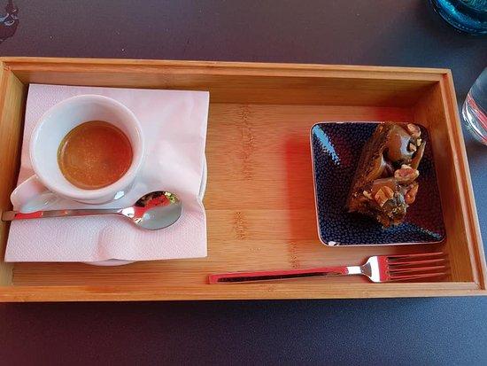 Zum Espresso Leider Kein Glas Wasser Dafur Ein Kleines Stuck Kuchen