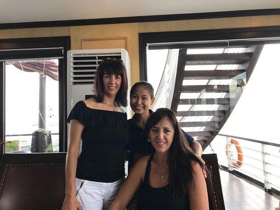 Bai Chay, Vietnam: Azalea Cruises