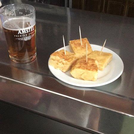 Belalcazar, Spain: Caña y tapa (pincho de tortilla casera) 😋