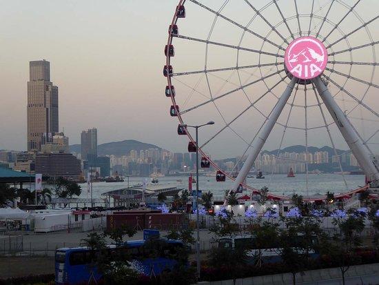 Hong Kong Observation Wheel: Riesenrad abends