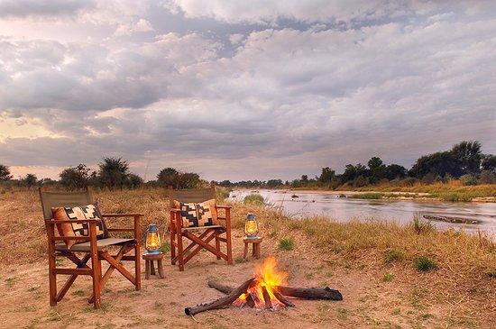 North Luangwa National Park, Zambia: Mwaleshi sundowner by the fire