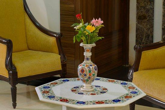 TripAdvisor & Flower vase ( Inlay Marble) - Picture of Taj Gallery Agra ...