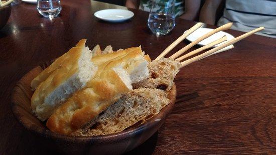 IL MERCATO Restaurant Tienmu: bread with olive oil