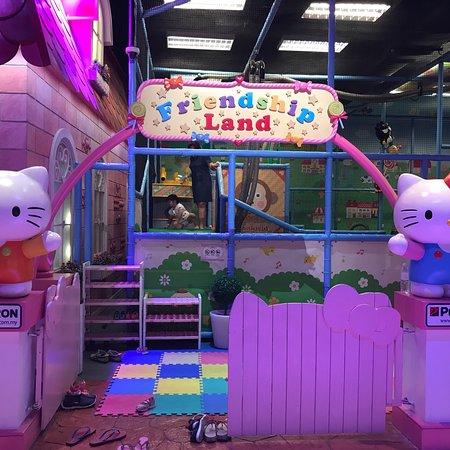 Sanrio Hello Kitty Town: photo4.jpg