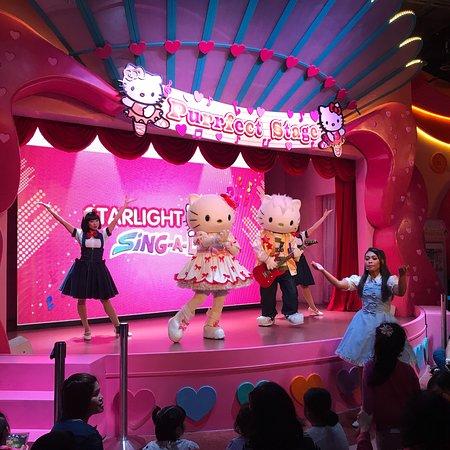 Sanrio Hello Kitty Town: photo6.jpg