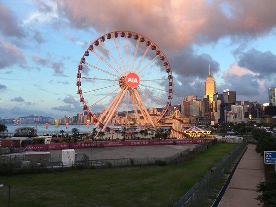Hong Kong Observation Wheel: 傍晚時份的中環海濱摩天輪