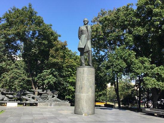 Monument to Mikhail Lermontov