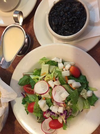 Warrensville Heights, OH: Side salad and black beans at Abuelo's