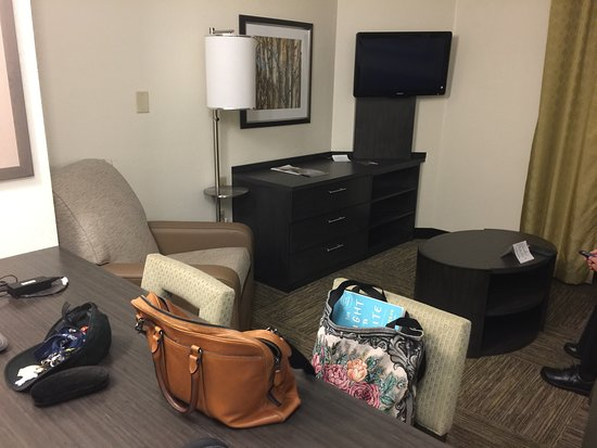 Candlewood Suites East Syracuse - Carrier Circle: Living area at Candlewood