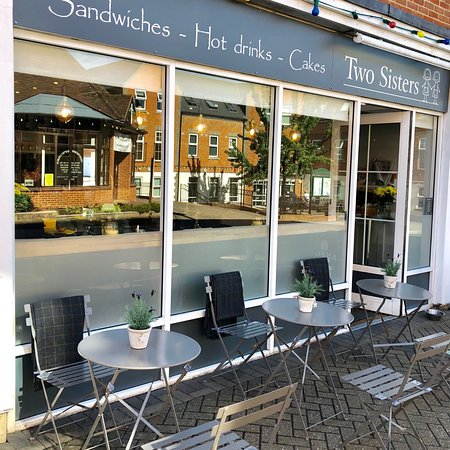 Crowthorne, UK: New outside seating
