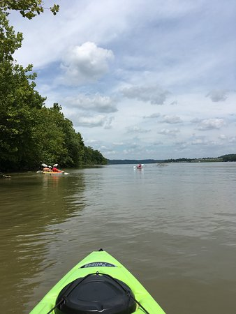 Charlestown, Индиана: Paddling upstream on the Ohio River