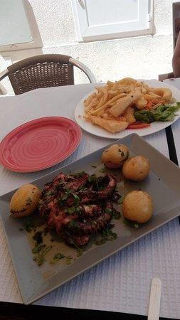 Petisqueira Remo: Sangria 5 estrelas, polvo à lagareiro e choco frito super saboroso.