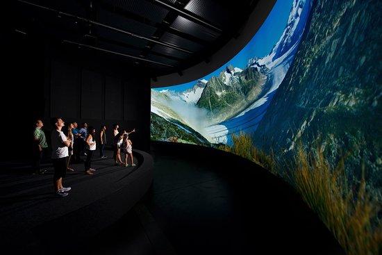 Word Nature Forum - UNESCO World Heritage Swiss Alps Jungfrau-Aletsch: Tauchen Sie ein in die einzigartige Landschaft des Welterbes im einmaligen Panoramakino (5x20m)