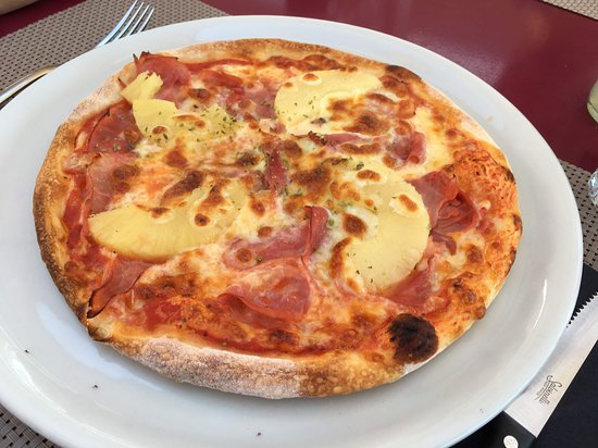 Schmerikon, Schweiz: kleine Pizza Hawaii