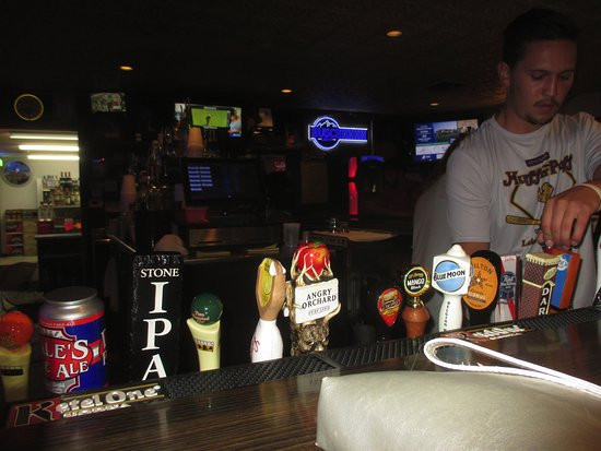 Twin Points Tavern: Bar area