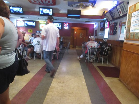 Twin Points Tavern: Casual seating