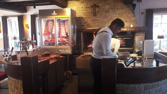 Lissewege, Belgium: Met die warmte werd er weinig binnen gegeten, bij de grote vuren.