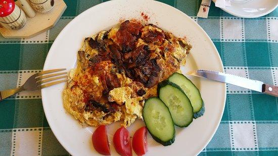 Balatonlelle, Hongaria: mushroom omlette