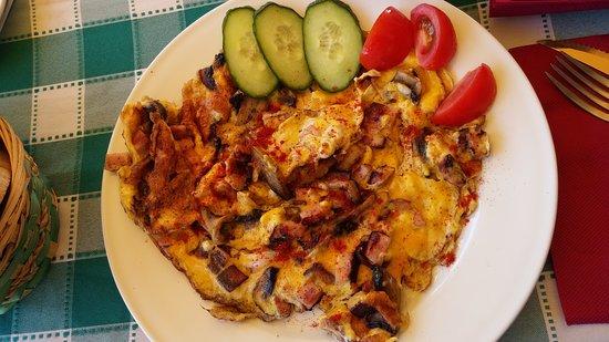 Balatonlelle, Hongaria: mushroom ham omlette