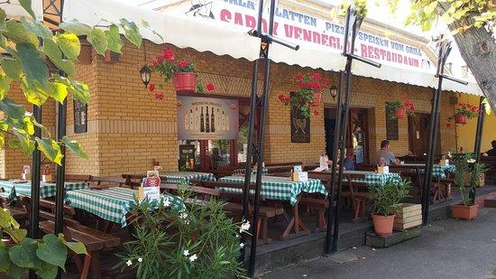Balatonlelle, Hongaria: terrasse of restaurant