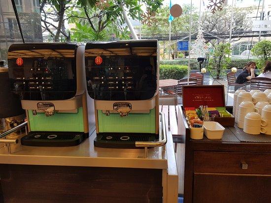 Cafe de Nimes Restaurant: Self served expresso coffee