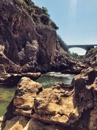 Saint-Andre-de-Sangonis, France : Le pont du diable