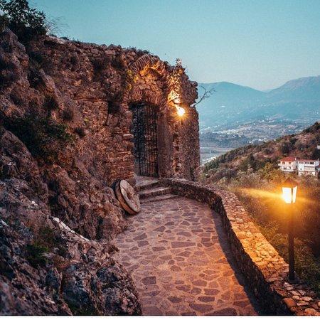 Petrele, Albanien: Petrela Castle , historical sightseeing