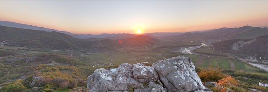Petrele, Albanien: View from the top of Petrela's Castle