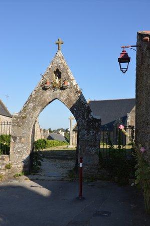St Suliac, Prancis: Accesso all'area della chiesa