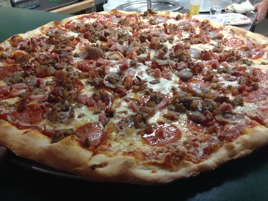 Chestertown, NY: Meatlovers Pizza
