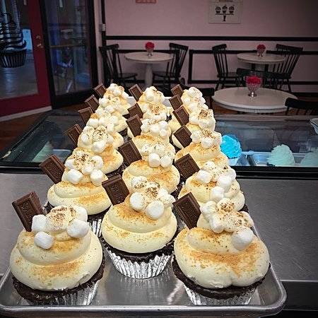 Fiskdale, MA: Whoopie-Doo & Cupcakes too
