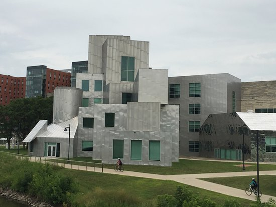 ‪University of Iowa Museum of Art‬