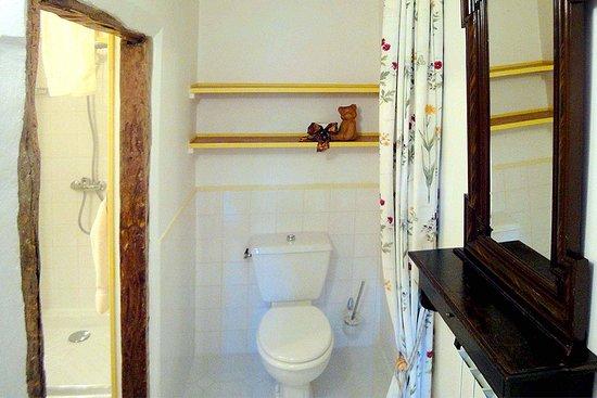 sdd/toilette Abricot - Picture of Maison de la porte ...