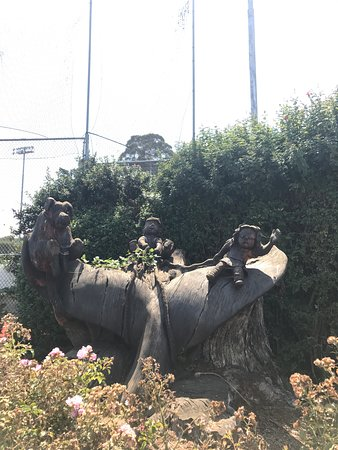Dennis the Menace Park: Cool wooden sculpture!
