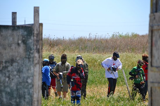 Davis, CA: Traditional paintball rental players - Beginner players only play against other beginner players
