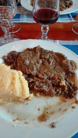 Zambla Alta, Italie : Brasato con polenta