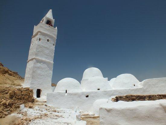 Chenini, تونس: minaret penché