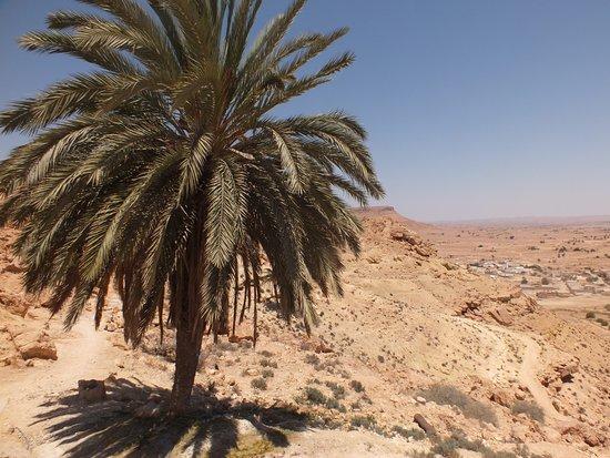 Chenini, تونس: à coté de la mosquée