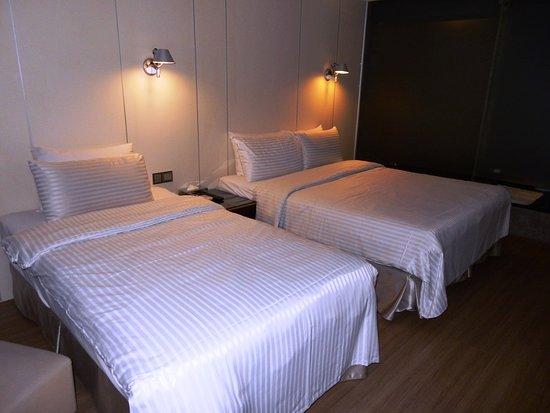 Room 1017 (no exterior view)