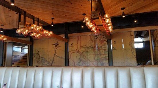 Moxie Kitchen and Cocktails : Interior Decor