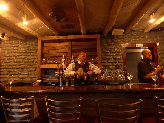 Indigo Crow Cafe: Nice bartender
