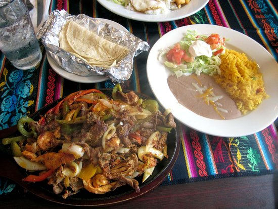 Croydon, เพนซิลเวเนีย: Parillada Mexicana (shrimp,Mexican sausage,chicken & beef w/ tomatoes, onions & bell peppers)