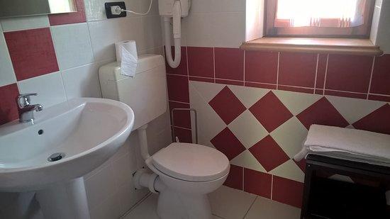 Usseglio, Италия: Bagno della camera nell'edificio secondario