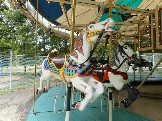 ‪‪Krape City Park‬: Two horses named Bag Pipe and Warhorse on the carousel at Krape Park in Freeport.‬
