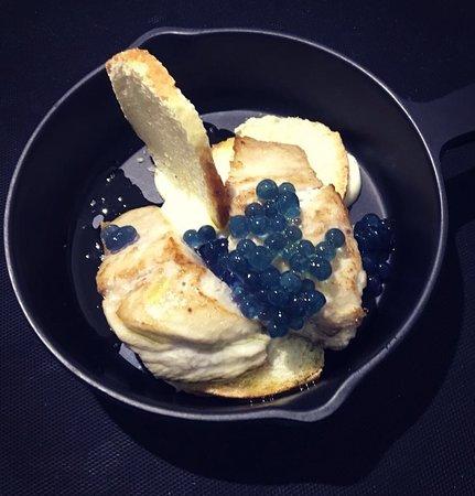 Larilò - Piccolo Ristorante: Sgombro scottato su baguette al forno, maionese e cavolo viola molecolare